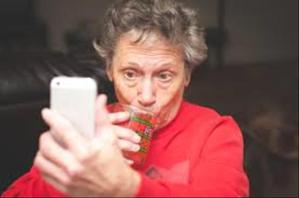 old-people-taking-selfies-5